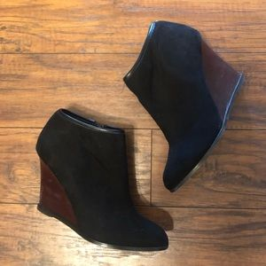 Express faux suede & wood size 8